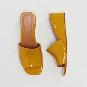 LOQ Sol Slide Sandal in Mostaza Patent